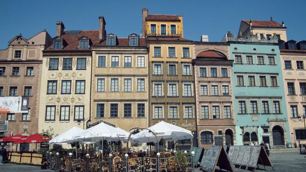 Простоявший более 70 лет монумент советским воинам в Варшаве свалил закон о декоммунизации