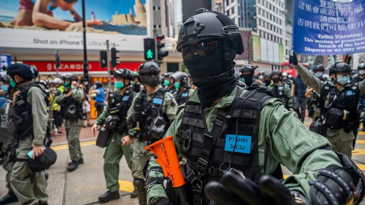 Сотни жителей Гонконга возобновили протест: Толпу в масках разгоняли слезоточивым газом