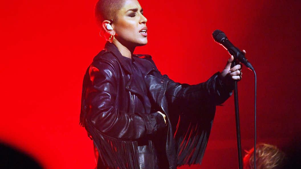 Новое звучание, новая прическа: Победительница Евровидения подстриглась налысо