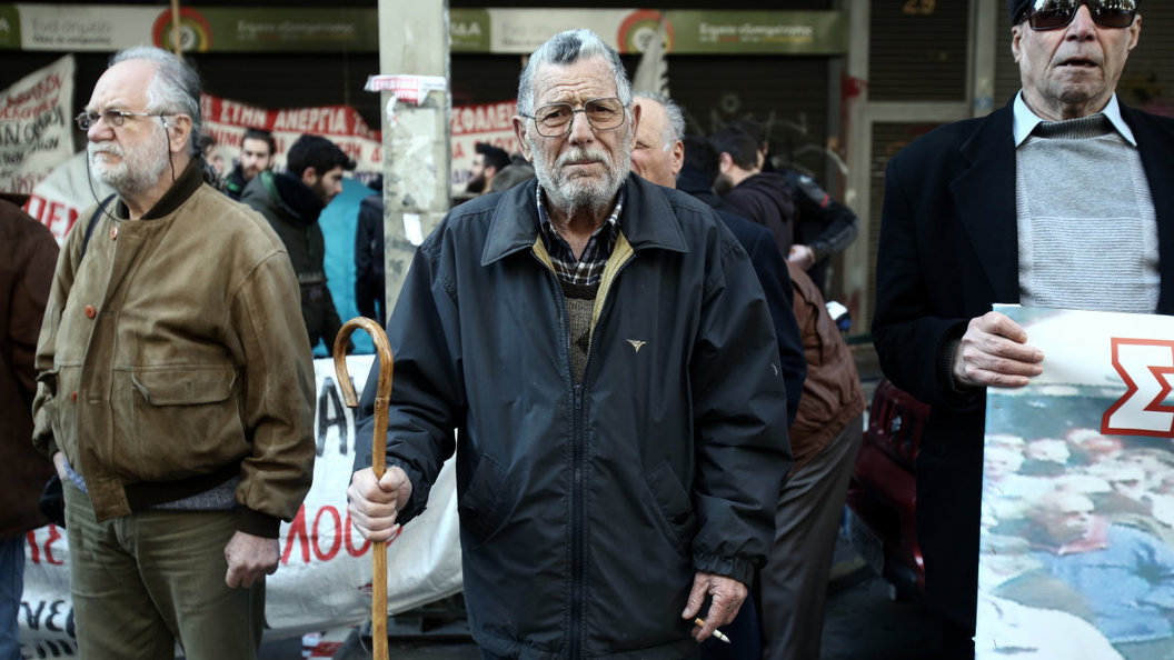 Греки встретят День победы... над собственными пенсиями