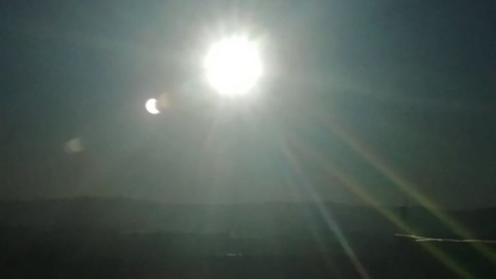 Кузбассовцы наблюдают за солнечным затмением