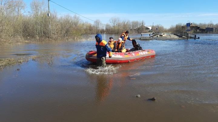 Большая вода пришла: из-за половодья в Свердловской области отрезало дорогу к 24 населенным пунктам