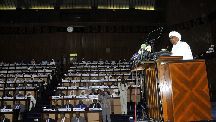 После трех месяцев беспорядков в Судане ввели режим ЧП