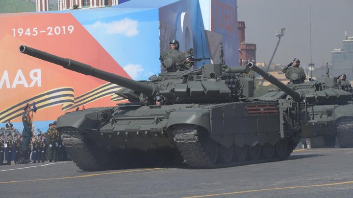Мечты сбываются: Военные ЦВО прокатили тяжелобольного ребенка на боевом танке