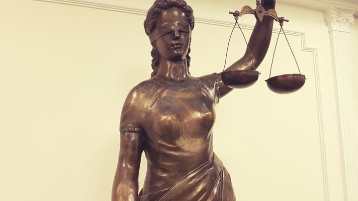 Обвиняемый в шпионаже Пол Уилан в зале суда поставил крест на желании Трампа сделать Америку великой