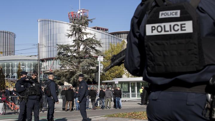 Стрелявший в Страсбурге скрылся с места преступления, на улицах города замечены военные патрули