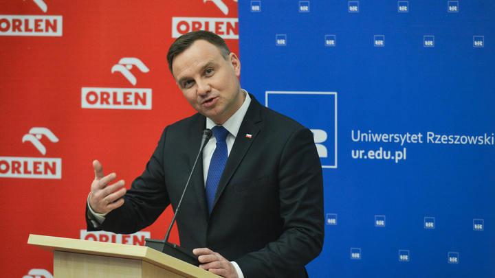 У президента Польши развился комплекс неполноценности из-за сталинской высотки в Варшаве