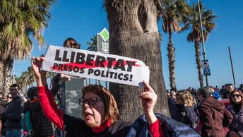 Новая революция в Каталонии: Борцы за независимость штурмом взяли парламент