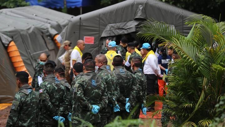 Таиланд ввел мораторий на новости об операции по спасению детей из пещеры