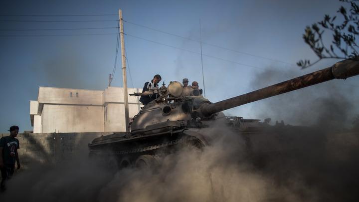 Танковая дуэль в Ливии: В бою за Триполи против друг друга сошлись два Т-55