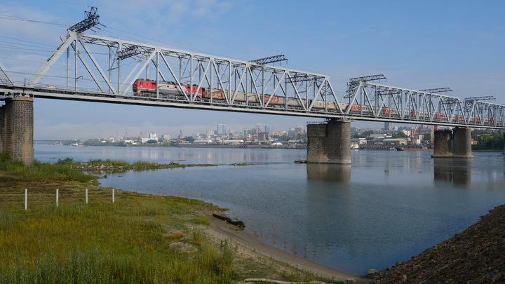 Коммунальный мост в Новосибирске хотят отремонтировать к МЧМ-2023