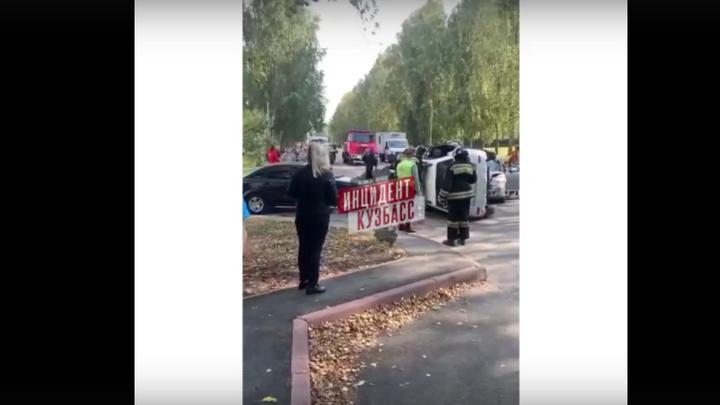 В Кемерове шесть человек пострадало в тройном ДТП на улице Волгоградской