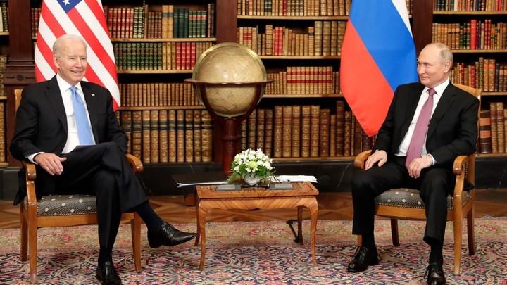 Байден выдал себя позой: Болгары отдали победу Путину после саммита