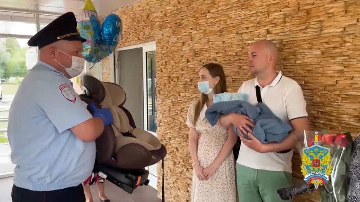 В Подмосковье сотрудники полиции доставили беременную женщину в роддом