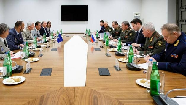 Военачальники России и НАТО встретились в Азербайджане обсудить судьбу Европы