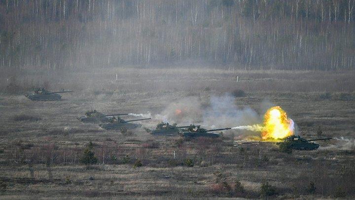 «Цель ясна»: Военные Австралии тренируются для  реального боя на муляжах бронетехники РФ - фото