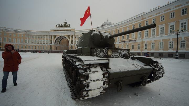 Пусть она приедет сюда, посмотрит нам в глаза: Раскритиковавшую празднование снятия блокады немку пригласили в Петербург