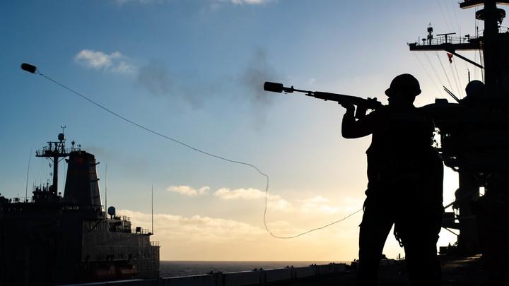"""В Минобороны РФ объяснили """"опасное"""" сближение в Аравийском море: Моряки эсминца США забыли правила?"""