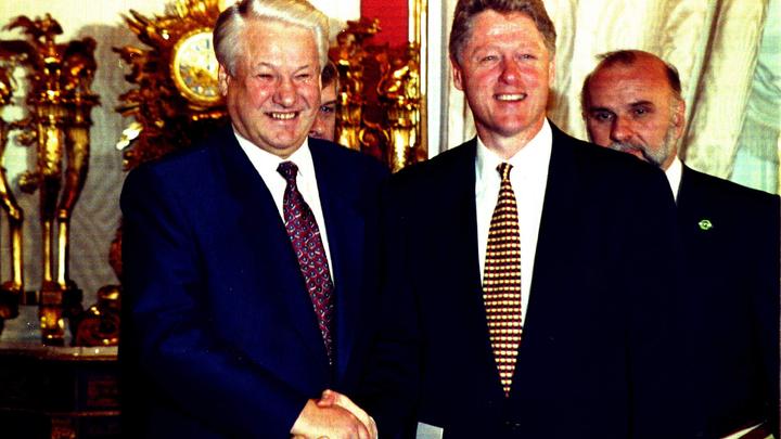 Ельцин зычно расхохотался, но... Клинтону предлагали забрать Союзное государство- решать проблемы русских и белорусов