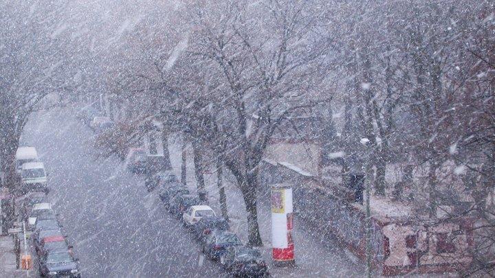 Москву резко накроет мокрый снег с метелью и гололедом, сильный ветер и мороз