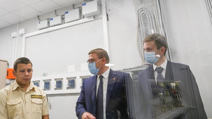 Жителей Челябинской области обязали носить маски до конца 2020 года