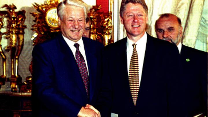 Иностранного кукловода Ельцина выдал акцент и случайно подслушанный разговор