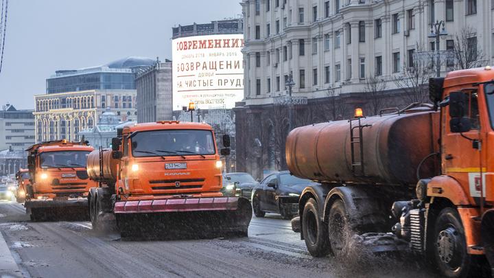 Снег на дорогах навёл Невзорова на мысль, что снегоуборочная техника Москвы улетела бомбить Сирию