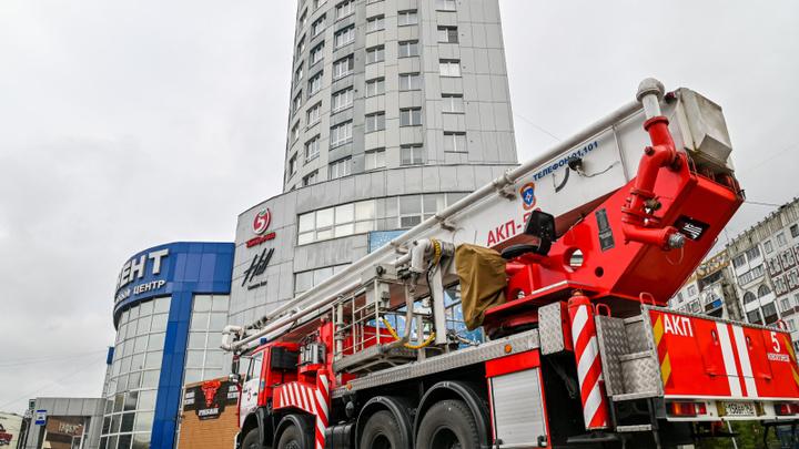 В Новокузнецке пожарные эвакуировали ТЦ «Континент»