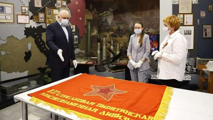 Губернатор Сергей Цивилев принял на вечное хранение знамена советской армии