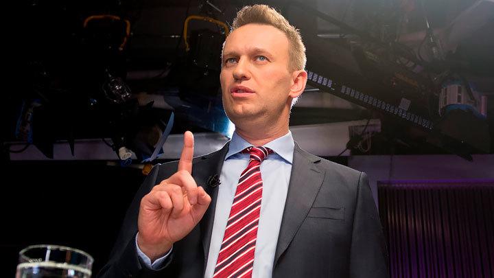Пресс-секретарь Владимира Путина Дмитрий Песков считает, что ситуация вокруг Навального не требует внимания президента, да и в целом в Кремле популярность блогера не склонны преувеличивать. К заявлениям по его поводу, которые доносятся из-за рубежа, прислушиваться никто не собирается.
