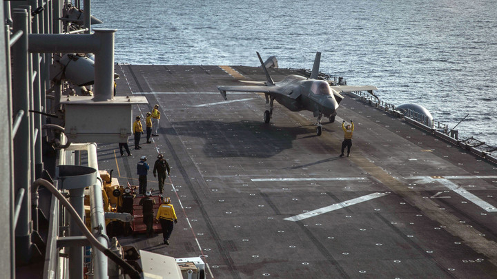 Падает в воду с палубы авианосца: Опубликована запись провальных тренировок истребителя F 35C