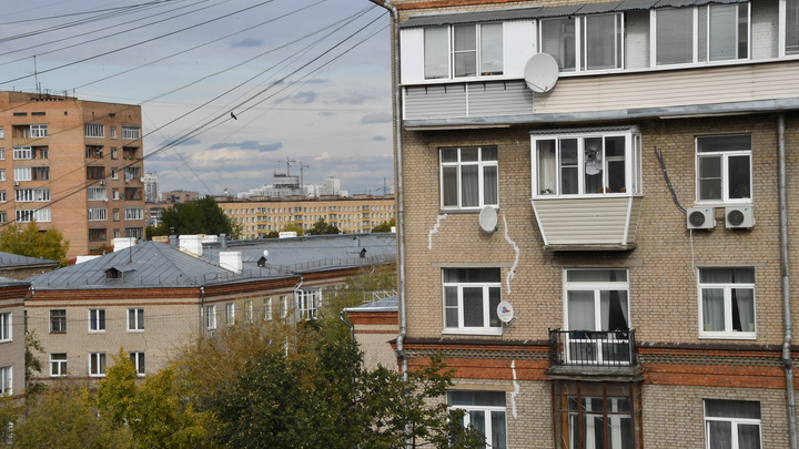 За фото на балконе - штраф: Молодожёны с коронавирусом поплатились за сидение дома