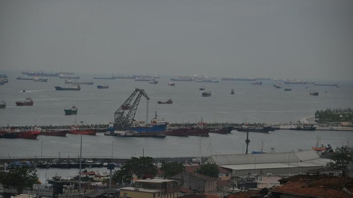 В проливе Босфор столкнулись сухогрузы: что известно к этому часу, видео ЧП