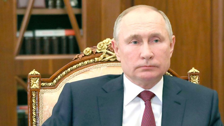 Погибших в крушении Бе-200 военных наградят посмертно - Путин