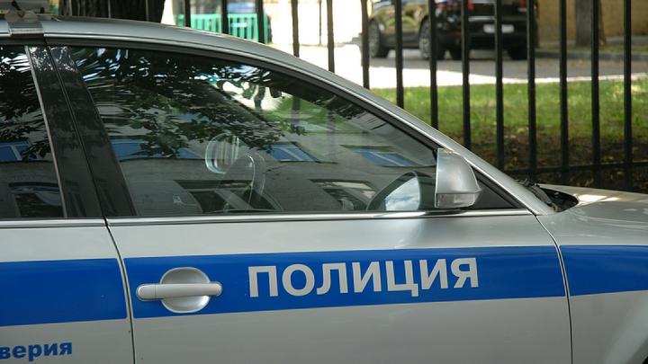 ЧП в Санкт-Петербурге: автомобиль протаранил остановку с людьми