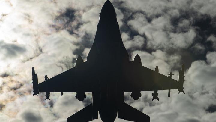 Американский истребитель F-16C врезался в здание - видео. Есть пострадавшие
