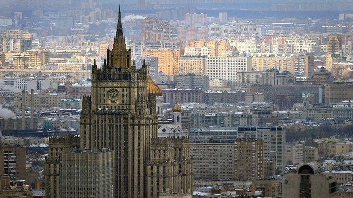 На назвавшую митингующих в Москве самыми апатичными в мире журналистку напал провокатор