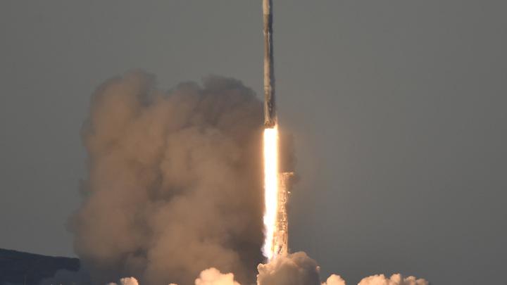 Теслагрузомобиль летит к МКС: Ракета Илона Маска должна состыковаться со станцией через сутки