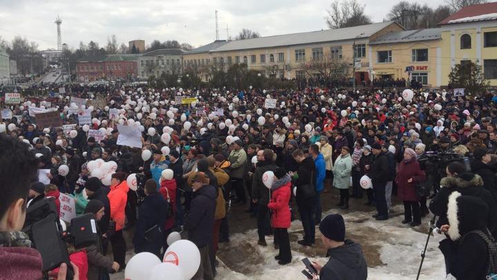 Волоколамск напомнил о своих правах митингом и коллапсом на Новой Риге