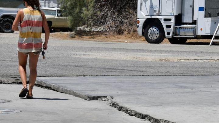Гигантский разлом после землетрясения перерезал дороги Калифорнии - фото