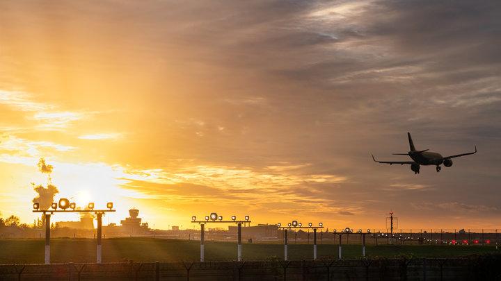 Рейс Париж - Токио экстренно прервался в Новосибирске: Пилот в реанимации