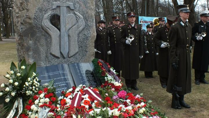 В Польше сносят памятники советским воинам-освободителям - МИД России возмущен