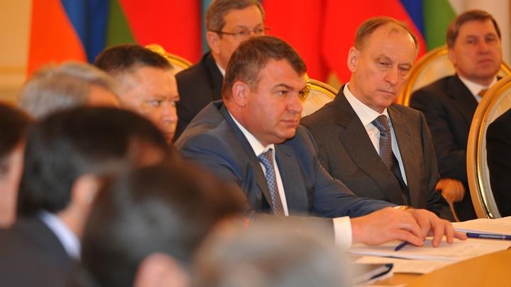 Сердюков и Васильева покидают Россию - СМИ