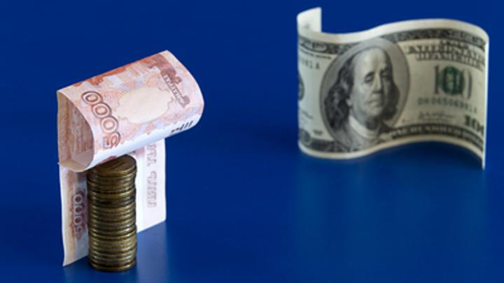 Девальвация рубля за счёт народа. Кто прогибает под себя российскую валюту?