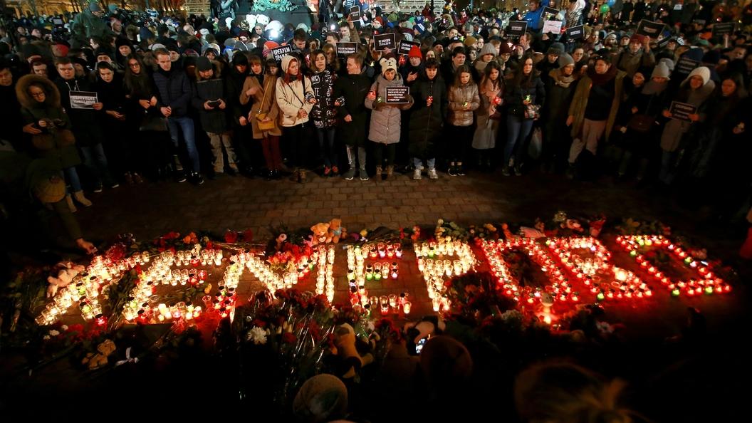 В Благовещенске потушили пожар у мемориала памяти жертвам трагедии в Кемерове