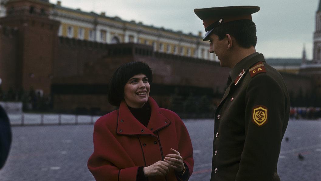 Под небом Парижа на Красной площади: Мирей Матье и Зара спели дуэтом