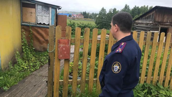 Тела женщины и ребенка обнаружили в частном доме в Кузбассе