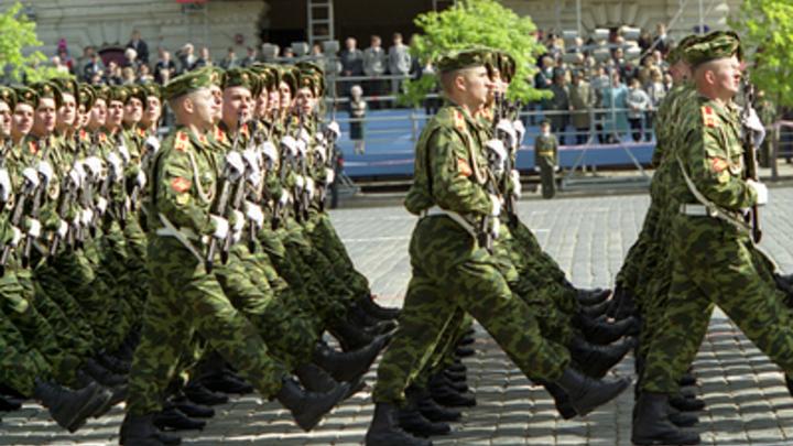 Уральские военные провели для ветерана ВОВ Парад Победы онлайн