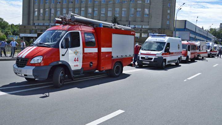 При взрыве автомобиля в центре Киева погиб один человек, двое пострадали
