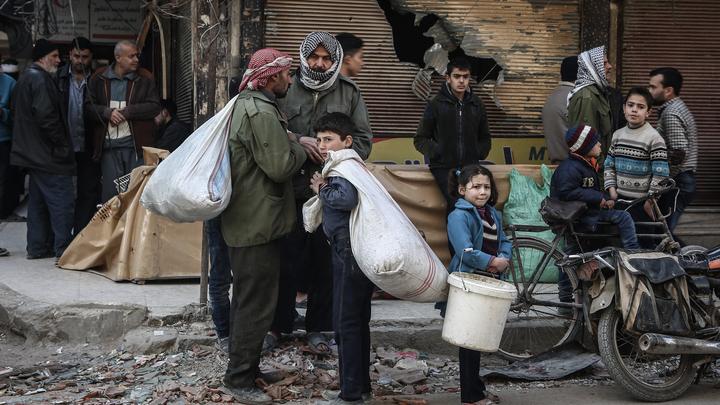 По гуманитарным коридорам в Сирии от проамериканских боевиков сбежали свыше 10 тысяч человек